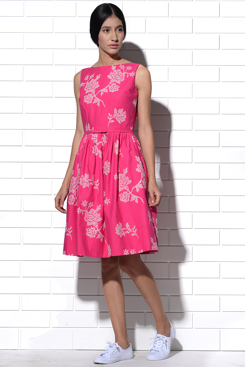 Capri embroidered Dress in Pink